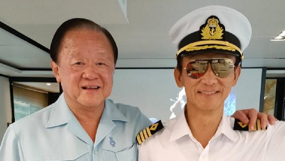 Mr Oei Hong Leong (left), Chairman of Oei Hong Leong Foundation with his brother Mr Frankle Widjaja (right). Chairman and Chief Executive of Bund Center Investment